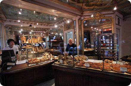 vous voil maintenant dans lambiance de la boulangerie du pain et des ides ne manque que les effluves parfumes des pains traditionnels et viennoiseries