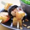 photo Brochettes de lapin, pommes et pruneaux