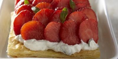 photo Tarte feuilletée à la ricotta, basilic et fraises marinées