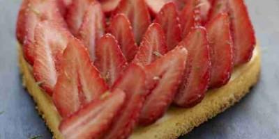 photo Cœur de fraises de France sur un esprit de cheesecake