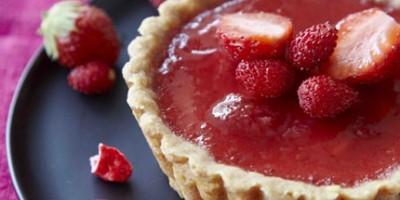 photo Tartelettes aux fraises et aux pralines roses