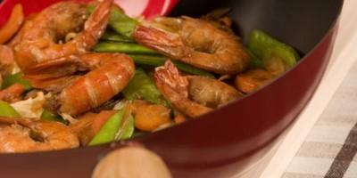 photo Wok de crevettes et pois gourmands
