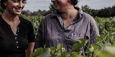 photo Laurence Alias et Pascale Choime, vigneronnes passionnées à Arsac,