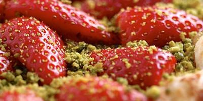 photo Tarte fine aux fraises poudrées de pistaches