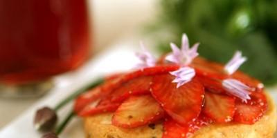 photo Sablé au parmesan, fraises au vinaigre balsamique