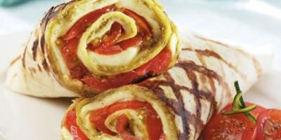 photo Wrap tomates, pistou et mozzarella