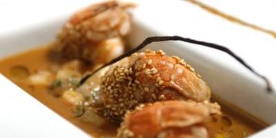 photo Gaspacho de pêches et langoustines rôties au sésame doré