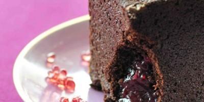 photo Cube de chocolat au coeur de framboise intense, caviar de gelée de mûres