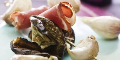 photo Brochettes apéritives jambon de pays, ail confit et aubergine grillée