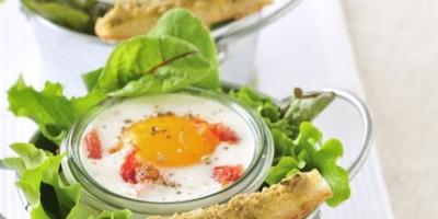 photo Oeufs Cocotte aux tomates confites et caviar d'olives vertes