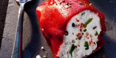 photo Tapas de petits poivrons grillés fourrés à la ricotta  basilic