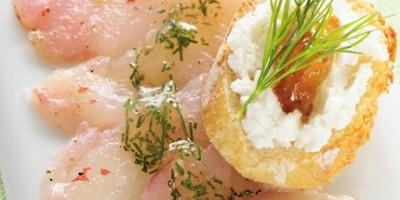 photo Carpaccio de dorade rose, lichette de fromage frais, confitures de figue et d'abricot